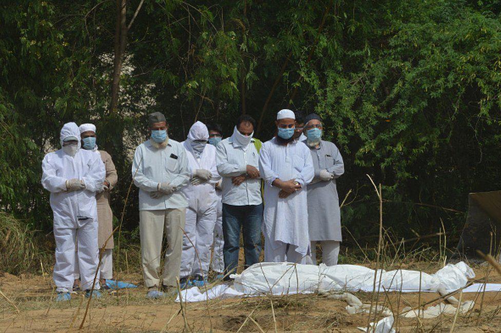 रुसमा कोरोनाबाट एकैदिनमा ९०० भन्दा बढीको मृत्यु